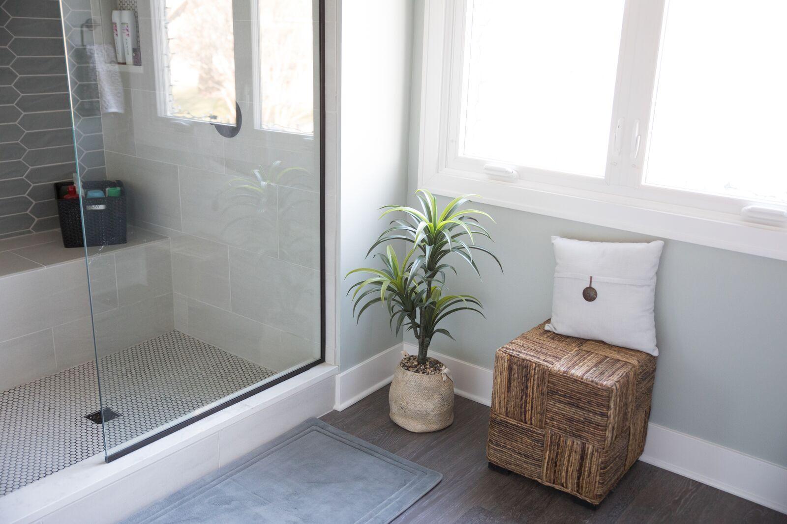 Contemporary Bathroom in Des Moines IA 10