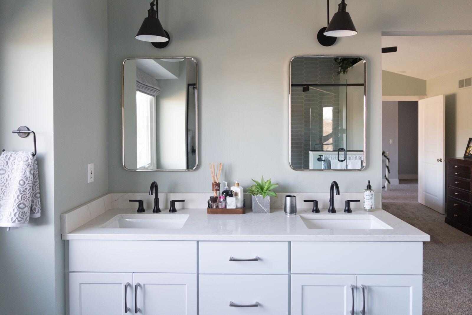 Contemporary Bathroom in Des Moines IA 9